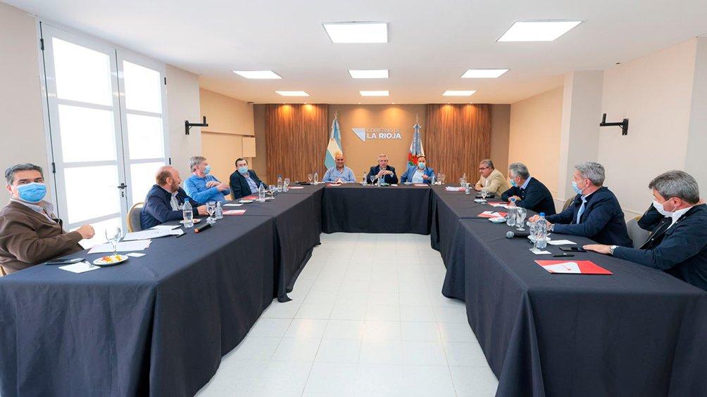 El presidente Alberto Fernández encabezó una reunión de gobernadores en la provincia de La Rioja