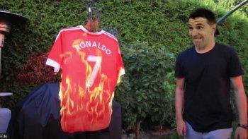 El arquero de la Selección Argentina, dibu Martínez, fue protagonista en el partido del Aston Villa, su equipo, ante el Manchester United al desafiar a patear un penal a Ronaldo.