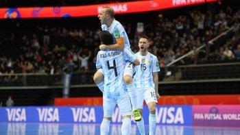 Argentina le ganó por penales a Rusia y clasificó a semifinales