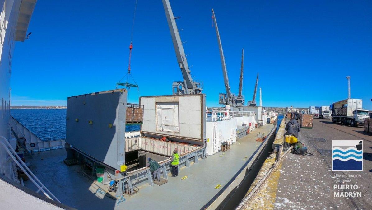 Vuelve a operar un buque frigorífico en Madryn después de 10 años