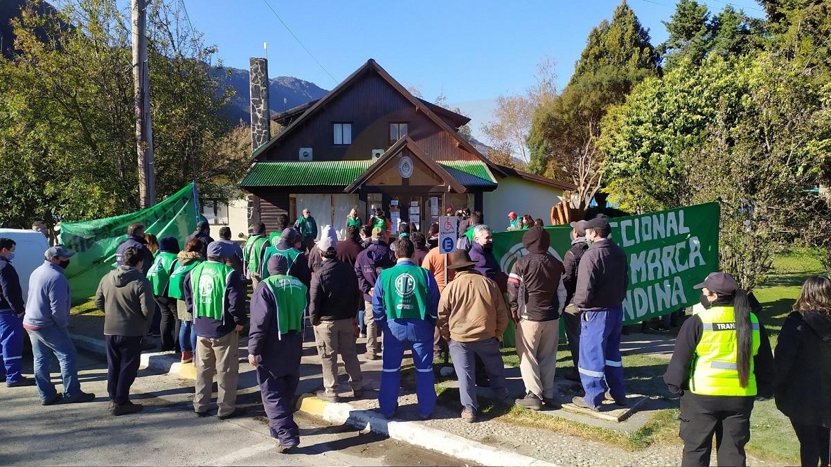 Este miércoles en horas de la mañana se realizó una manifestación frente al edificio municipal.