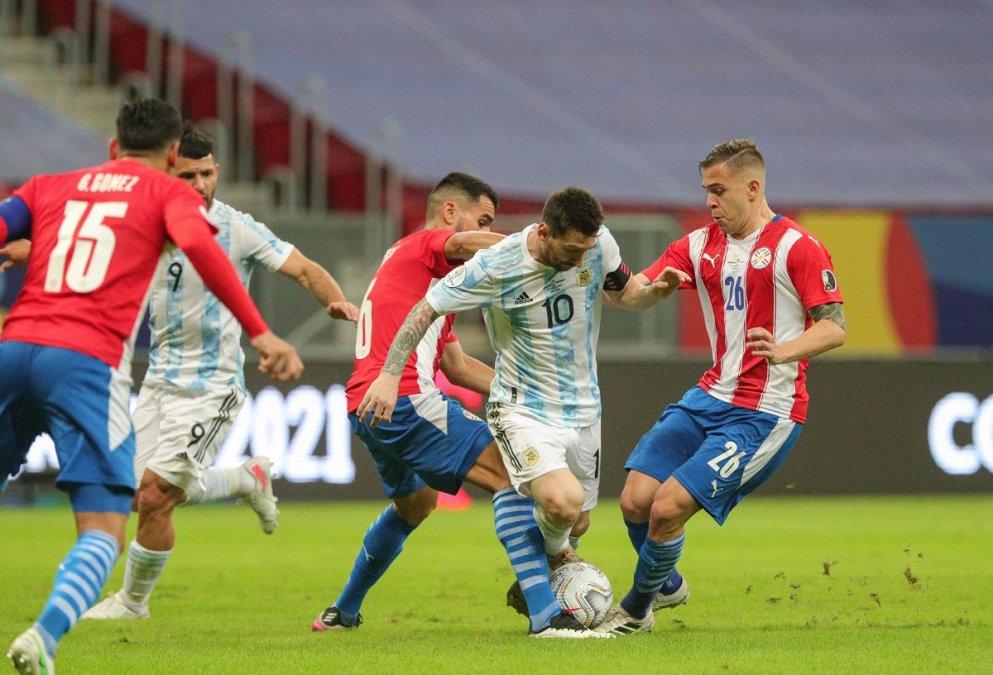 La Selección visita a Paraguay con el objetivo de acercase a Qatar.