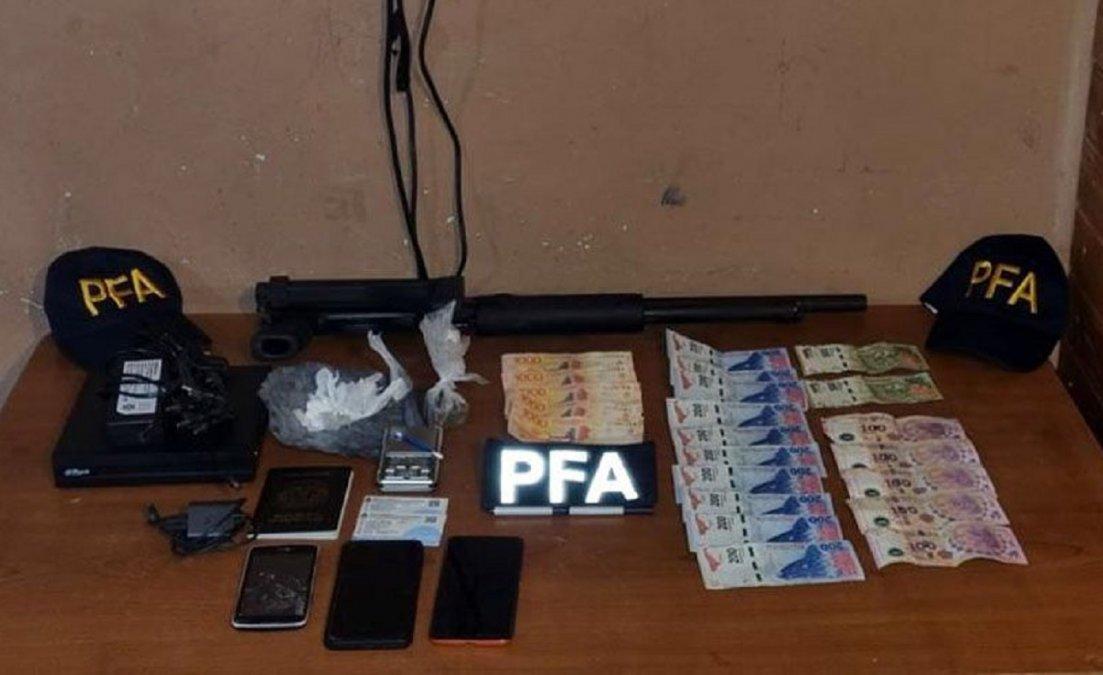 La Policía Federal Argentina desbarató una banda dedicada al narcomenudeo.