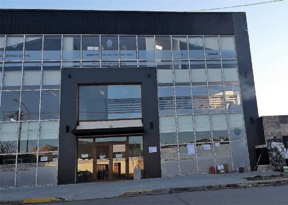 El IPV de Esquel vuelve a atender al público tras la ocupación del edificio