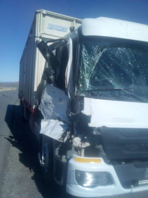 Por la distracción de un conductor se produjo un choque de camiones en la Ruta 40