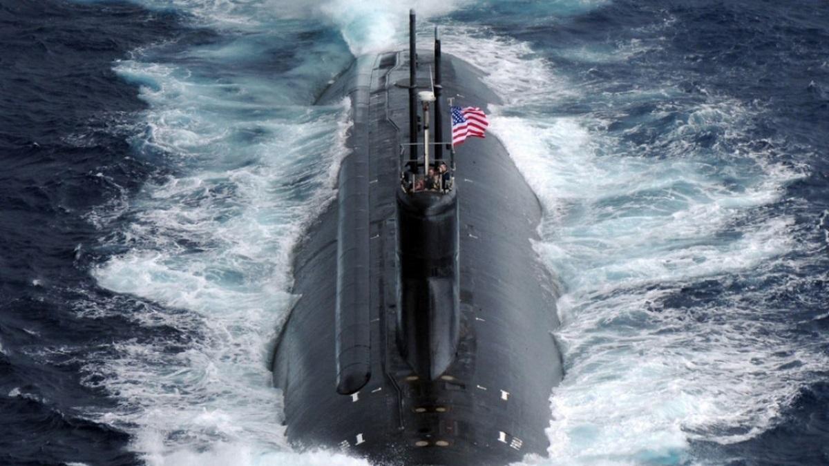 Un submarino estadounidense chocó en el mar de la China Meridional.
