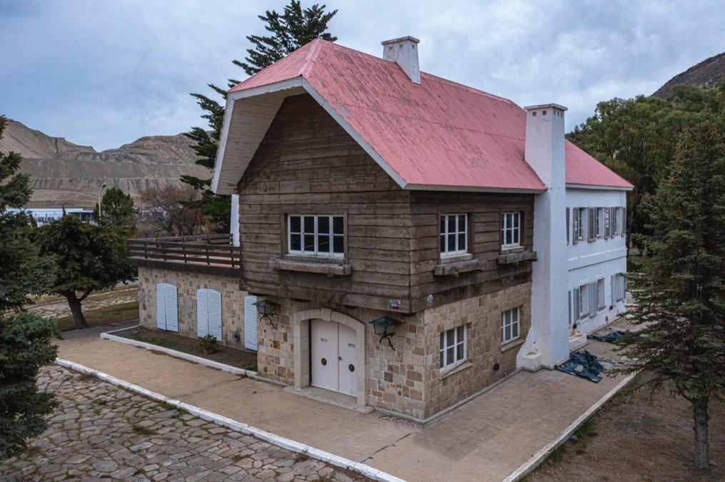La Universidad Nacional de la Patagonia finalizó los estudios en el Chalet Huergo y la conclusión fue que hay dos cuestiones a resolver: la estructura del edificio y la erosión marina sobre el talud.