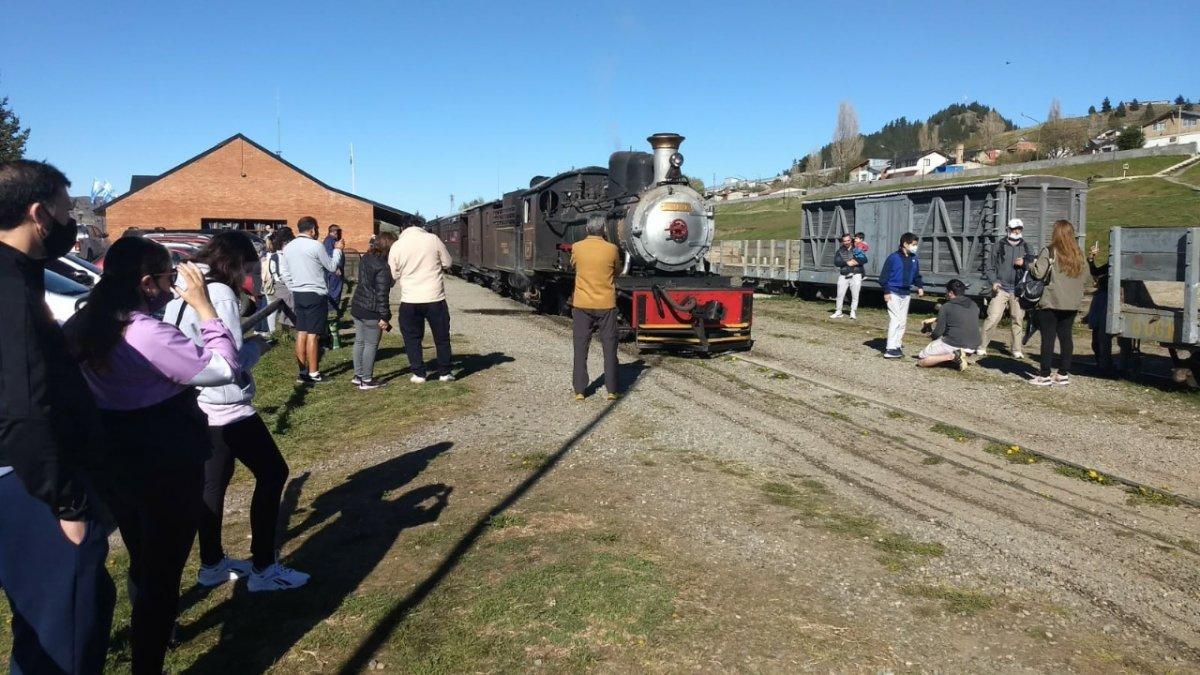 Uno de los grandes atractivos durante el fin de semana largo en la Comarca Andina es La Trochita