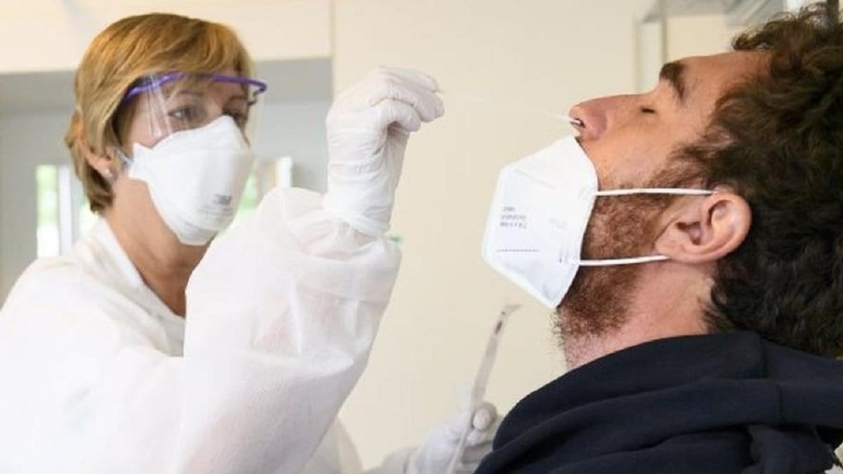 El ministerio de Salud de la Nación informó que este sábado se registraron 14 muertes y 470 contagios de coronavirus.