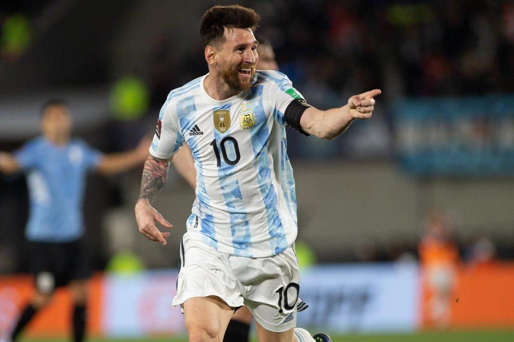 Lionel Messi abrió la goleada de la Selección Argentina sobre Uruguay.