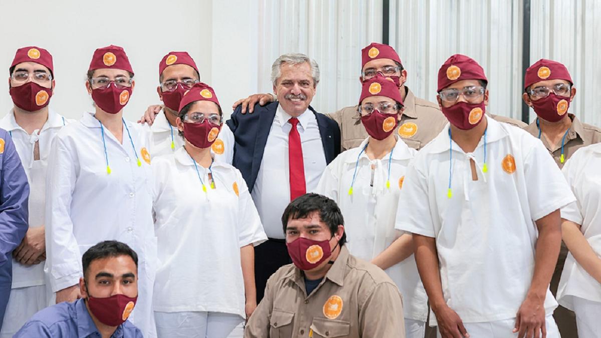 El Presidente inauguró una fábrica de dulces regionales