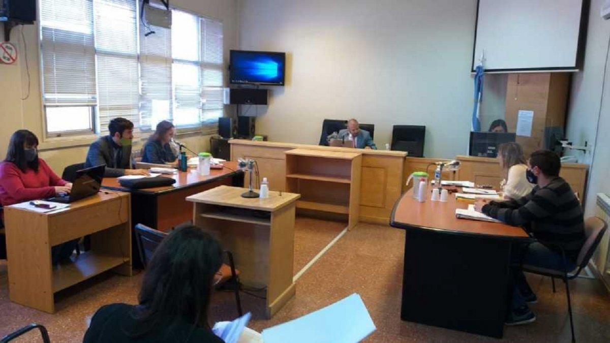Se desarrolla un juicio contra un policía de Esquel por abuso de autoridad.